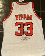 Jersey Signed by Chicago Bulls SCOTTIE PIPPEN