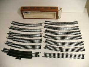TYCO HO SCALE TRACK LOT NICKEL SILVER 11 CURVED 1 STRAIGHT 1 RERAILER