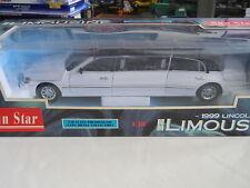 Sun Star 1999 Lincoln Limousine White 1:18 Diecast
