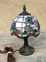 VINTAGE MINI -TIFFANY FLOWER & FOLIAGE BEAUTIFUL STAINED GLASS SMALL TABLE LAMP
