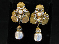 MIRIAM HASKELL SIGNED EARRINGS - DANGLE BAROQUE PEARL & RHINESTONE IN GOLD GILT