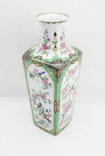 Porzellan-Vasen aus Höchst mit Blumen-Motiv