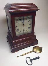 Bonne Late Victorian Mahogany quatre verre Bibliothèque Horloge/Support Horloge J J Elliot