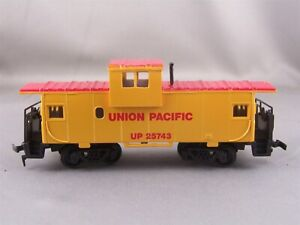 Bachmann - Union Pacific - Wide Vision Caboose # 25743