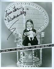 """LISA LORING NICE SIGNED B&W 8x10 PHOTO """"THE ADDAMS FAMILY"""" """"AS THE WORLD TURNS"""""""