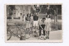 PHOTO ANCIENNE Vélo Changement de roue crevée 1942 Bicyclette Groupe
