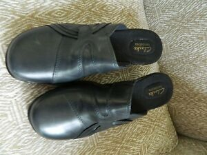 Women's CLARKS BENDABLES navy blue leather mules size 9.5M