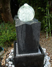 Granitstein mit  Glaskugel
