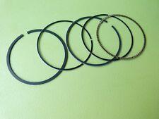 Jeu de segments et racleur Moto AJP 125 (A gauche sur la photo)