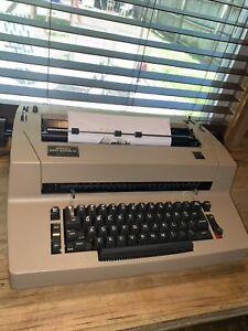 IBM Selectric II Electric Typewriter Beige EXCELLENT