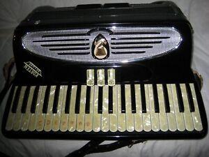 VINTAGE Accordion Italian Giulietti Accordion 18 inch keyboard 120 bass