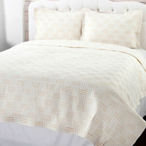 Cozelle Darcy Embroidered 3-Piece Quilt Set in Ivory - Full/Queen