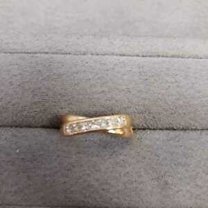 18ct yellow gold crossover ring with diamonds