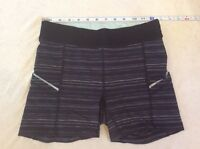 Lululemon Booty Shorts Black Space Dye Type Print Possibly 4 Or 6 Womens