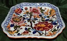 GIEN, Grand plat en faïence de forme carrée à décor Pivoine