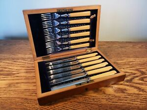 BEAUTIFUL MAHOGANY CASED 6 PLACE SETTING SILVER PLATED DESSERT CUTLERY SET c1925