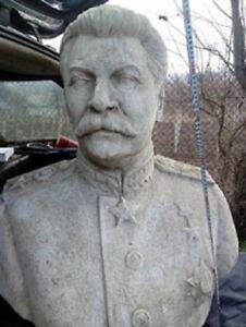 Büste Stalin Stone Monument.