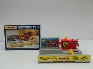 MATCHBOX MOTORCITY 3 SERVICE STATION PIT STOP VERY NEAR MINT BOXED 1989