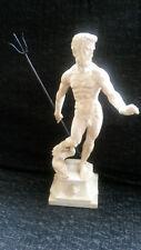 statuette de Neptune avec trident