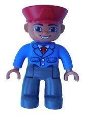 Lego Duplo Mann Lokführer Schaffner rote Mütze dunkelgraue Beine / Hose Neu