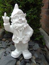 NAIN au doigt d honneur blanc , statue d un nain de jardin . nouveau  !