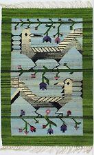 Una Mano Telar década de 1970 Pájaro alfombra/colgante de pared Arte Popular. CEPELIA polaco verde y azul