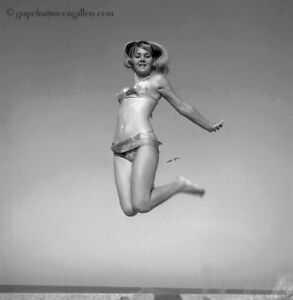Bunny Yeager 1967 Pin-up Camera Negative Photo Athletic Leaping Bathing Beauty