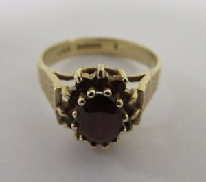 375 / 9ct Gold Hallmarked Ladies Ring with Red Gemstone Size O 3g