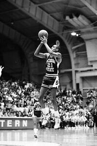 LD119-3 1989 NCAA BASKETBALL (50) 35mm B&W NEGATIVES Michigan State Northwestern