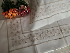 bed sheet in pure linen with hand embroidered flowers