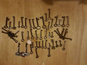 Job Lot  Vintage Keys need cleaning approx x 53