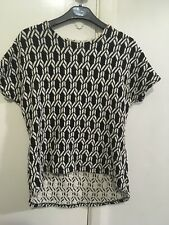 METALICUS b/w patterned, tetured ss Top- One Size