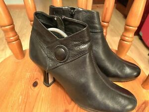Clark's Leather Ankle Boots Size 6
