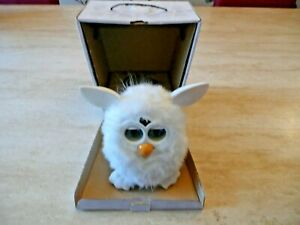 BOXED***HASBRO 2012 FURBY ALL WHITE YETI INTERACTIVE ELECTRONIC TOY PET***RARE!