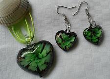 Conjunto de cristal de murano corazón colgante con adorno de flores verde y pendientes a juego