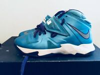 2013 Youth Nike Lebron Zoom Soldier VII 7 Vivid Blue White Hornets Size 7Y Rare