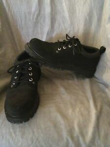 EUC Men's Skechers Black Leather Upper Shoes Size 8