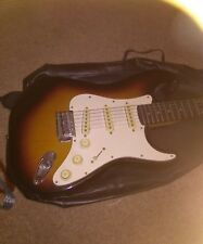 Falcon Vintage Electric guitar Strat type. Très bon état. case & Strap