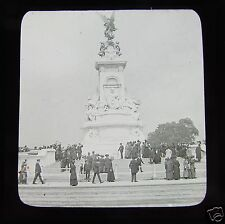 Glass Magic lantern slide CROWD AT THE QUEEN VICTORIA MEMORIAL LONDON 1911