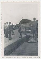 Foto Bahnhof Hennef (Sieg) beim Verladen -Offiziere 2.WK  (W715)