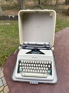 Vintage Olympia DeLuxe manual portable typewriter in case-West Germany