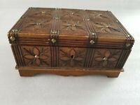 VINTAGE HAND CARVED WOOD W/BRASS HARDWARE PINS TRINKET BOX MADE IN POLAND