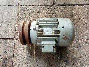 Elektromotor Motor E- Motor 1410 U/min 1,1 kw mit einer Keilriemenscheibe Nr.2
