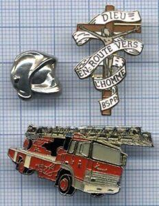 Pin's Christ Brigade Sapeurs Pompiers de Paris BSPP casque Camion Grande échelle