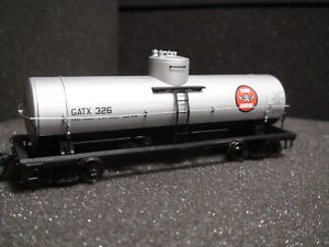 RED CABOOSE RR-33018-16 FLYING 'A' GASOLINE 10K GALLON TANK CAR ROAD# 327