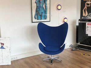 Egg Chair - Drehsessel - Schalensessel mit blauem filzartigem Stoff