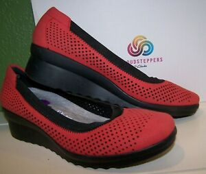 NEW! Clarks Cloudsteppers Red Perforated Slip On Wedge Heels Shoes Women's 6.5W