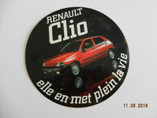 auto collant RENAULT CLIO 1 elle en met plein la vie