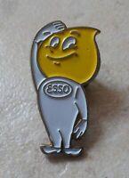 Badge Vintage Pins Pétrole Oil ESSO Goutte Huile Petrolum Produit pétrolier