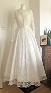 Lovely Vintage 1950s Lace Wedding Dress